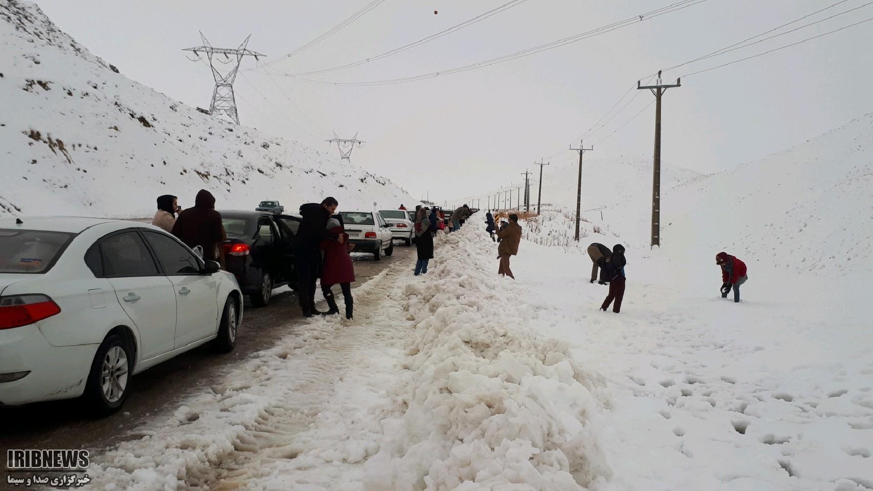 مسدود شدن جاده ارتباطی ۱۰۰ روستا در استان