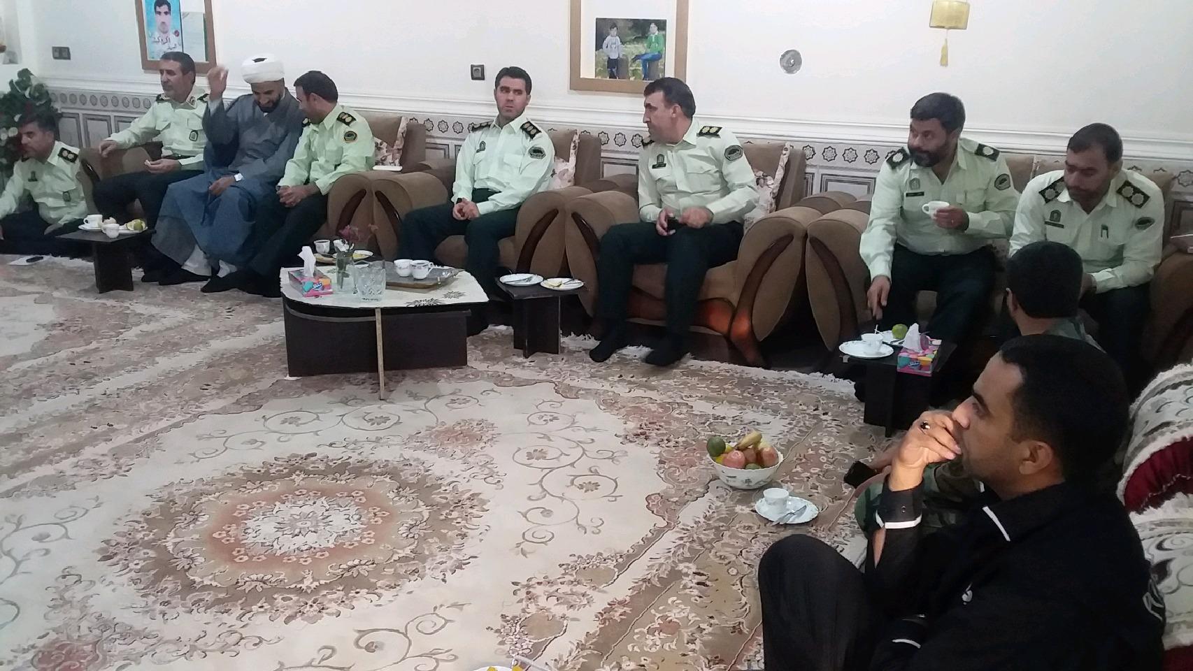 فرمانده انتظامی حامل پیام و سلام رهبری به خانواده شهدای ناجا